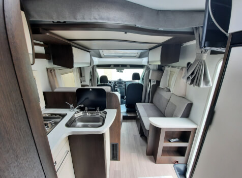 camping-car  BENIMAR TESSORO  intérieur  / coin cuisine