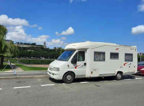 camping-car FLEURETTE GREBE  extérieur / face avant