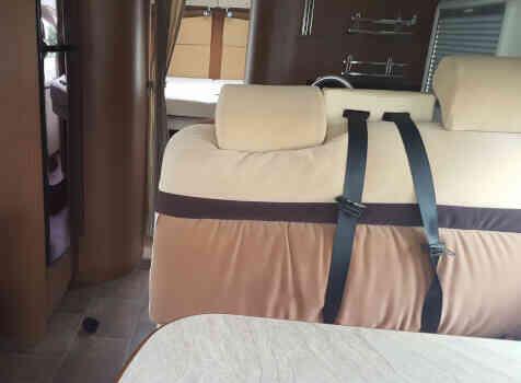 camping-car BURSTNER IT 724 IXEO PLUS  intérieur / salle de bain  et wc