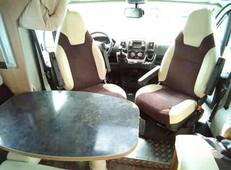 camping-car Ci MAGIS 65   intérieur / coin salon