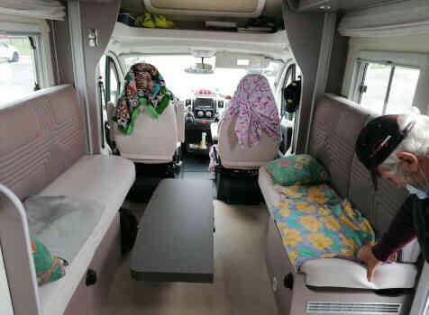 camping-car BURSTNER LYSEO PRIVILEGE TD 680G  intérieur / coin salon