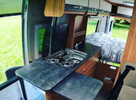 camping-car POSSL SUMMIT 600  intérieur  / coin cuisine