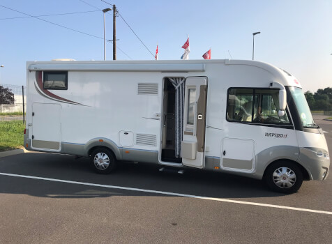 camping-car RAPIDO 866 F  extérieur / latéral gauche