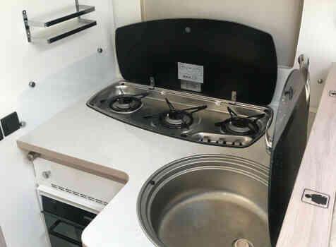 camping-car RAPIDO 866 F  intérieur  / coin cuisine