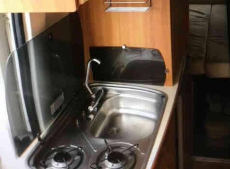 camping-car RAPIDO V53  intérieur  / coin cuisine