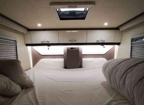 camping-car BURTSNER LYSEO PRIVILEGE TD 727 G  intérieur / couchage principal