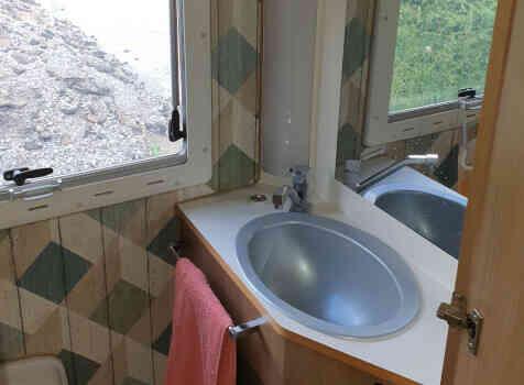 camping-car XDREAM 551  intérieur / salle de bain  et wc