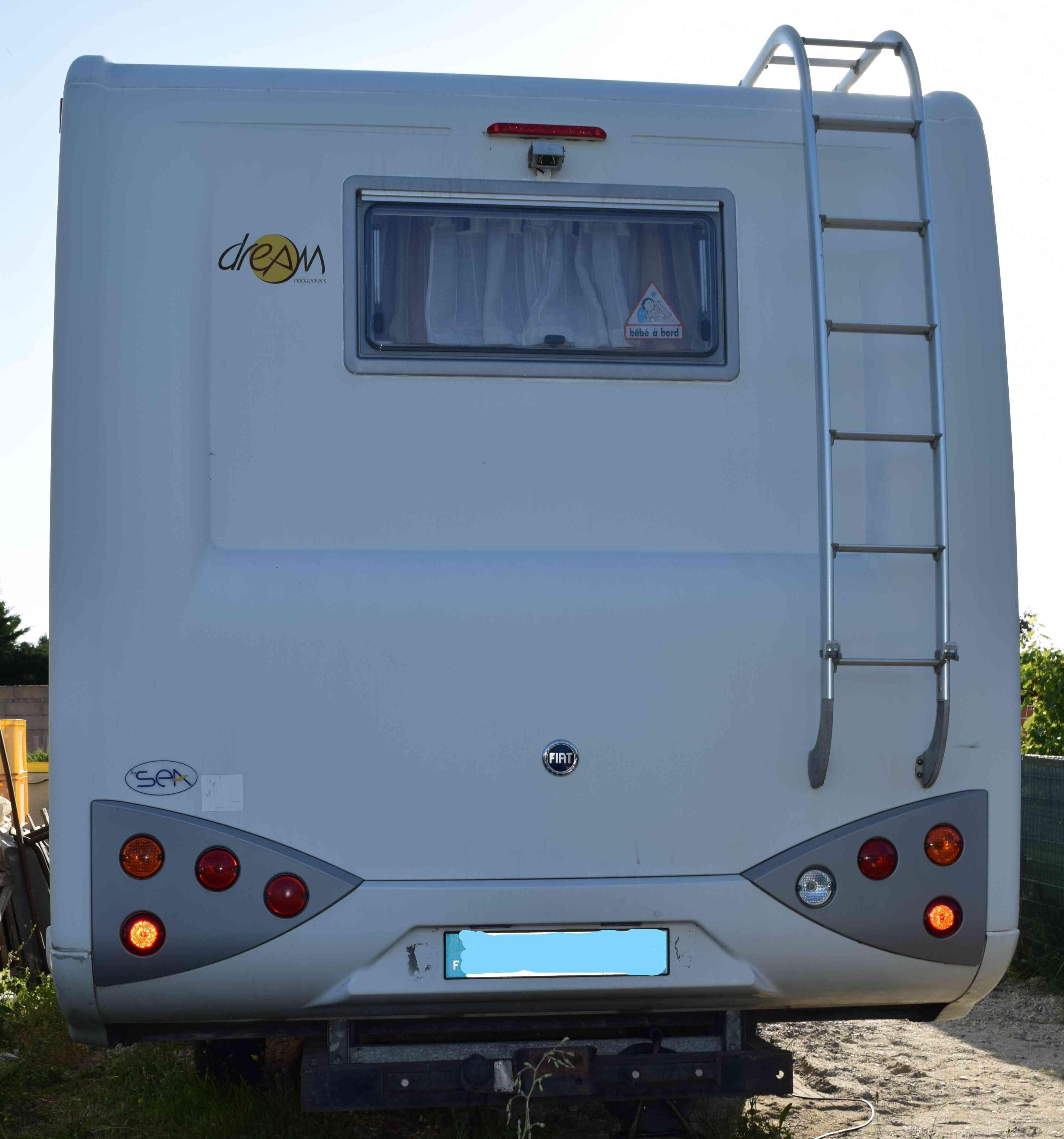 camping-car XDREAM 551  extérieur / arrière