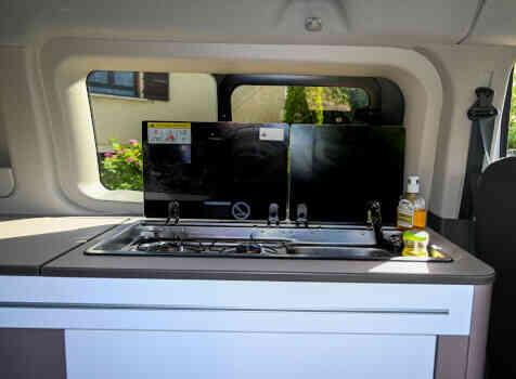camping-car TRANSIT CUSTOM  intérieur  / coin cuisine