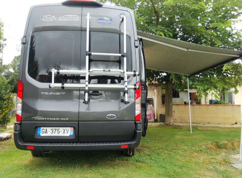 camping-car FONT VENDOME FORTYVAN  extérieur / latéral gauche