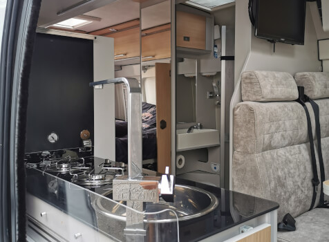 camping-car FONTVENDOME LEADER CAMP  intérieur  / coin cuisine