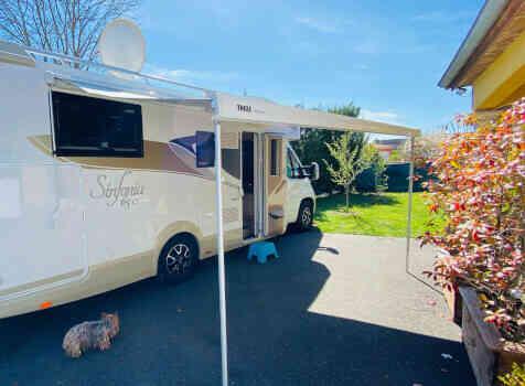 camping-car  ADRIA  SINFONIA 65 XT  extérieur / latéral droit