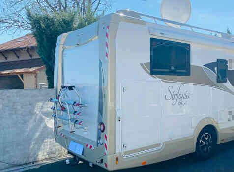 camping-car  ADRIA  SINFONIA 65 XT  extérieur / arrière