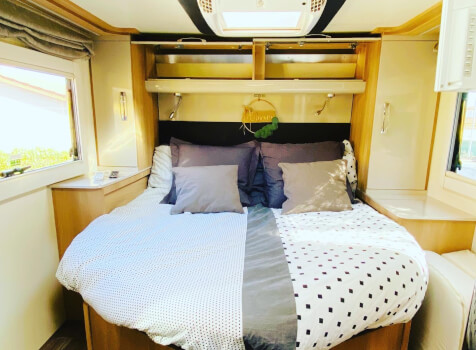 camping-car  ADRIA  SINFONIA 65 XT  intérieur / couchage principal