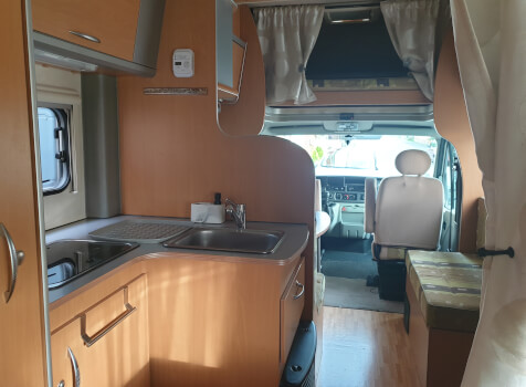 camping-car MOOVEO  intérieur  / coin cuisine