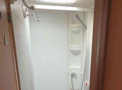 camping-car MOOVEO  intérieur / salle de bain  et wc