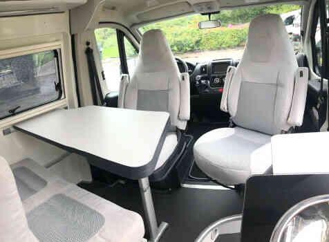 camping-car FONT VENDOME LEADER VAN  intérieur / coin salon