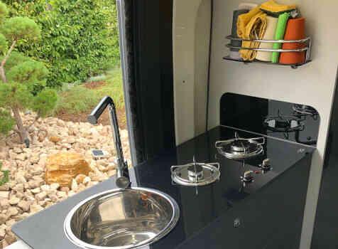 camping-car FONT VENDOME LEADER VAN  intérieur  / coin cuisine