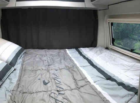 camping-car FONT VENDOME LEADER VAN  intérieur / couchage principal