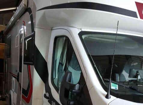 camping-car CHALLENGER 348 XLB  extérieur / latéral droit