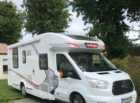 camping-car CHALLENGER GENESIS 388 EB  extérieur / latéral gauche
