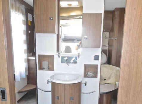 camping-car CHALLENGER GENESIS 388 EB  intérieur / salle de bain  et wc