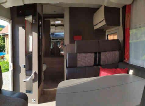 camping-car CHALLENGER QUARTZ 170   intérieur  / coin cuisine