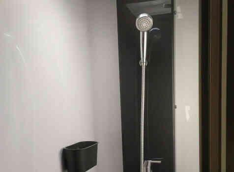 camping-car CHALLENGER QUARTZ 170   intérieur / salle de bain  et wc