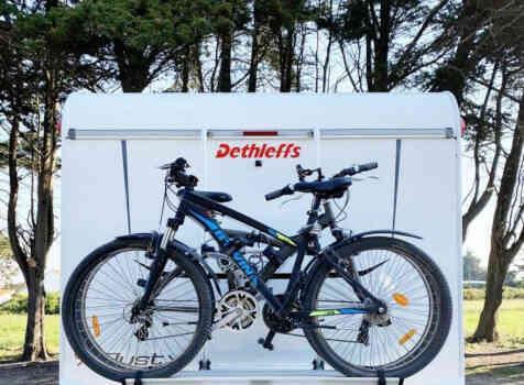 camping-car DETHLEFFS JUST 90 7052 DBL   extérieur / arrière