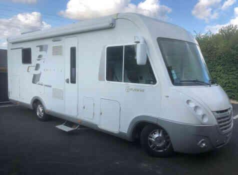 camping-car BAVARIA I 740 LC  extérieur / latéral gauche