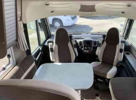 camping-car BAVARIA I 740 LC  intérieur / coin salon