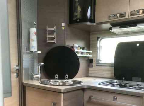 camping-car BAVARIA I 740 LC  intérieur  / coin cuisine