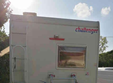 camping-car CHALLENGER 182  extérieur / arrière