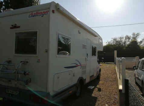 camping-car CHALLENGER 182  extérieur / latéral droit