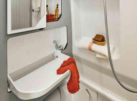 camping-car PILOTE V 600 G  intérieur / salle de bain  et wc