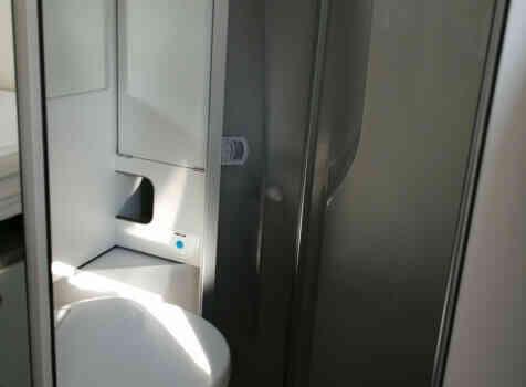 camping-car FONT VENDOME EVASION   intérieur / salle de bain  et wc