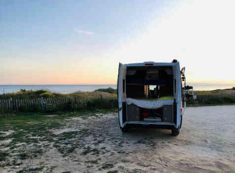 camping-car CHAUSSON TWIST V 594 MAX  extérieur / arrière