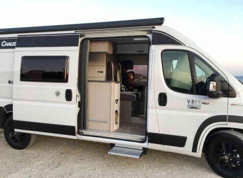 camping-car CHAUSSON TWIST V 594 MAX  extérieur / latéral droit