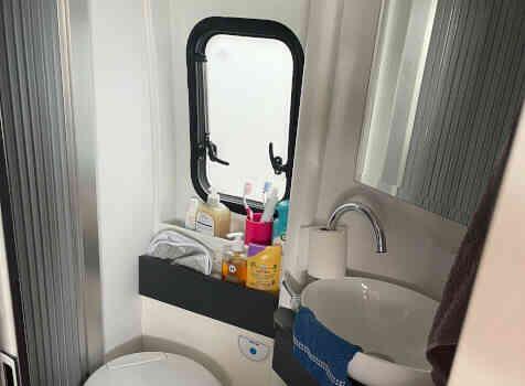 camping-car ELIOS 63 LB SKYLINE ELIOS SKYLINE  intérieur / salle de bain  et wc