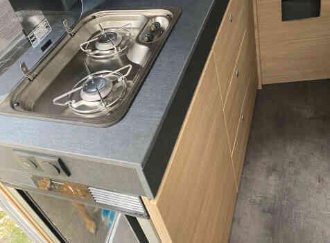 camping-car POSSL TRENTA 600   intérieur  / coin cuisine