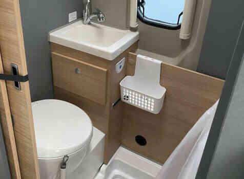 camping-car POSSL TRENTA 600   intérieur / salle de bain  et wc