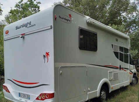 camping-car CAPRON SUNLIGHT  extérieur / arrière