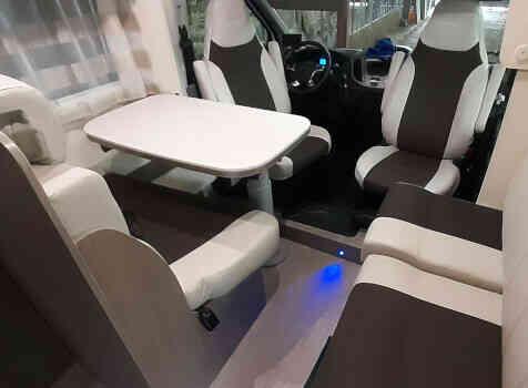 camping-car CHALLENGER GENESIS 296  intérieur / coin salon