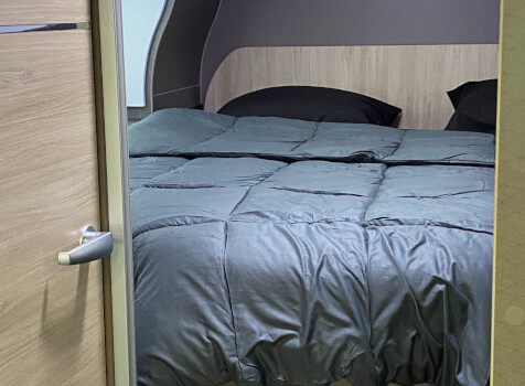 camping-car CHAUSSON 788 TITANIUM   intérieur / couchage principal