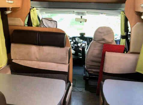 camping-car CHALLENGER GENESIS 65  intérieur / coin salon