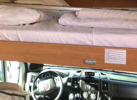 camping-car CHALLENGER GENESIS 65  intérieur / couchage principal