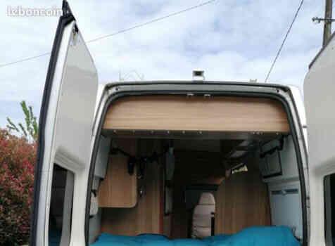 camping-car FOND VENDOME FORTYVAN  extérieur / arrière