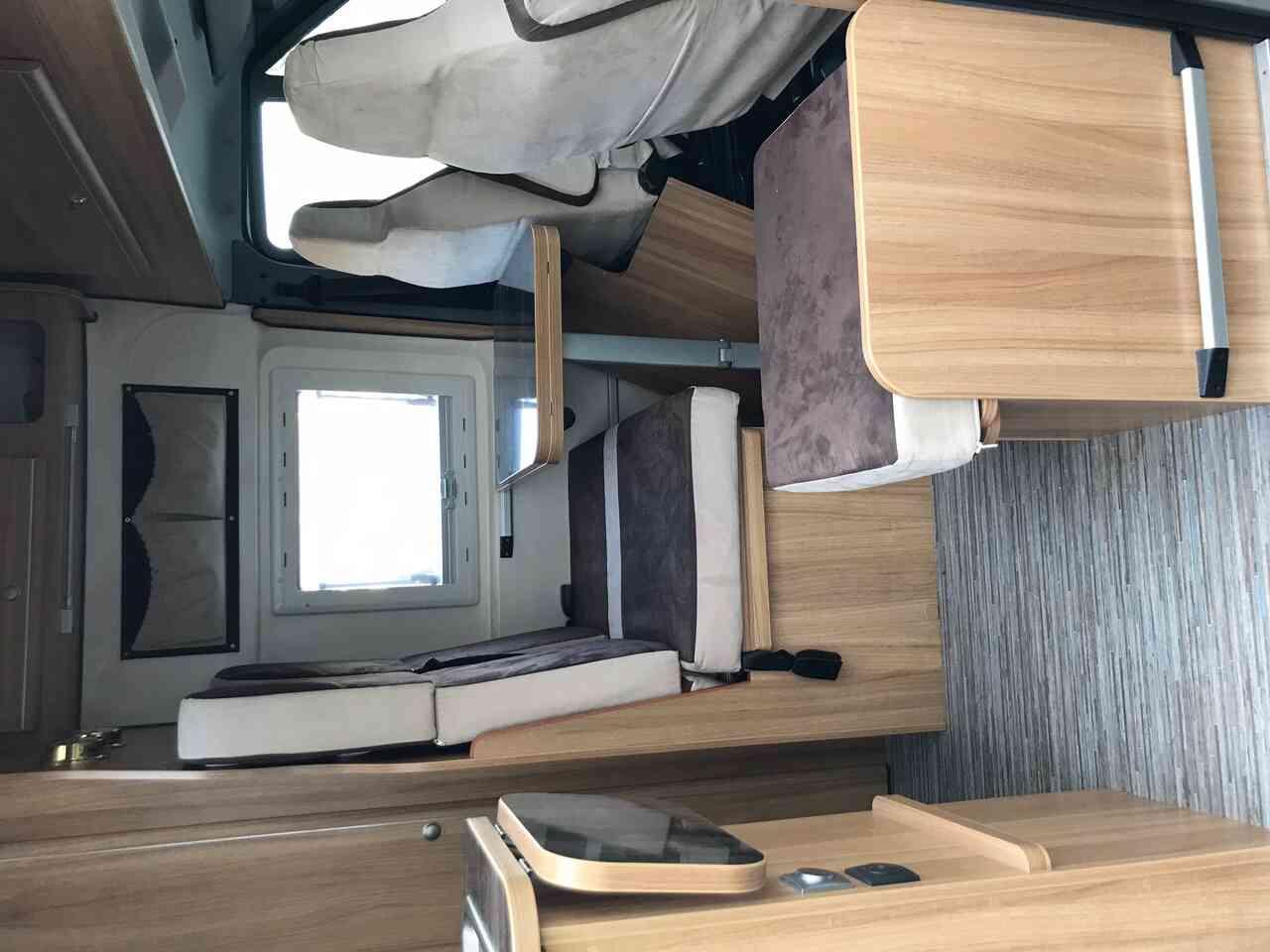 camping-car FOND VENDOME FORTYVAN  intérieur / coin salon