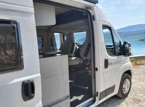 camping-car MC LOUIS  MENFYS 3 MAX PLUS  extérieur / latéral droit