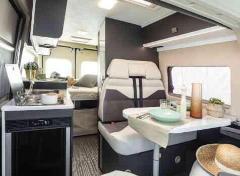camping-car MC LOUIS  MENFYS 3 MAX PLUS  intérieur / coin salon